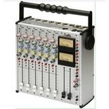 AUDIO AD245 专业便携式调音台
